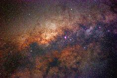 Tutto ciò che esiste ha un cuore, che anzi è la causa causante di ogni creatura. Anche la nostra #galassia, la #ViaLattea, che è la grande vita alla quale apparteniamo... La presunzione umana ci fa pensare che lo spazio sia freddo e vuoto, e le stelle inanimate, ma non è così. Noi siamo solo pic…