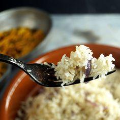Indischer Würzreis, körnig, aromatisch und locker, nach dem Rezept einer indischen Dame - zimtkringel - about food Wie Macht Man, Coconut Flakes, Grains, Spices, Dame, Food, Flavored Rice, Cooking Rice, Lunches
