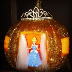 Cinderella in her carriage Epic Halloween Costumes, Pop Culture Halloween Costume, Halloween Themes, Halloween Pumpkins, Halloween Decorations, Autumn Decorations, Pumpkin Art, Cute Pumpkin, Pumpkin Carving