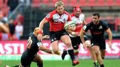 Ruan Combrinck (C) of the Golden Lions skips a tackle by Jaguares' Javier Ortega Desio (L) during the Super Rugby clash in Johannesburg on May 2016 Elton Jantjies, Golden Lions, Super Rugby, Just A Game, Rugby Players, Kicks, Goals, Running, Sports