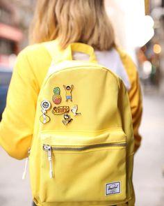 Cute And Trendy Backpacks For Summer - Kleidung - 2019 Trends Mochila Herschel, Mochila Jansport, Herschel Rucksack, Backpack With Pins, Diy Backpack, Backpack For Teens, Teen Backpack, Cute Backpacks For School, Trendy Backpacks