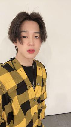 jimin is handsome boy Jhope, Taehyung, Jimin Selca, Bts Bangtan Boy, Park Ji Min, Foto Bts, Bts Photo, Mochi, Seokjin