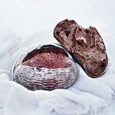 Pão de fibra de maçã e uva-passa au levain (Foto: Rogério Voltan/Editora Globo)