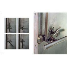 Tom Kundig: Houses 2 (Contemporary homes designed by Tom Kundig) Door Design, House Design, Pivot Doors, Door Detail, Built Environment, House 2, Architecture Details, Door Handles, Contemporary Homes