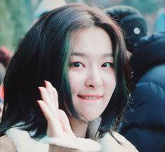 Red Velvet Seulgi, Red Velvet Irene, Kpop Girl Groups, Kpop Girls, The Girlfriends, Hair Strand, Green Hair, Pretty People, Cool Girl