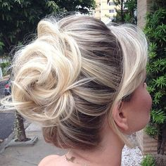 Prom hair-I like this one but more to the side. Side Hairstyles, Fancy Hairstyles, Vintage Hairstyles, Hair Up Styles, Medium Hair Styles, Thin Hair Updo, Mother Of The Bride Hair, Classic Wedding Hair, Long Gray Hair
