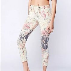 Free people hill floral midrise skinny NWOT First two pics are stock photos Size 27 Floral print mid-rise skinnies. Button and zipper fly. Five-pocket design. 98% Cotton. 2% Spandex. Machine Free People Jeans Skinny