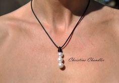 Perla y collar de cuero - 3 perlas gota - cuero blanco collar - cuero y joyas de perlas - perlas - joyas de cuero - boda
