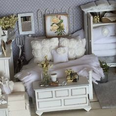 Miniature White Linen Garden Bed and Bedding-1:12 Dollhouse Scale