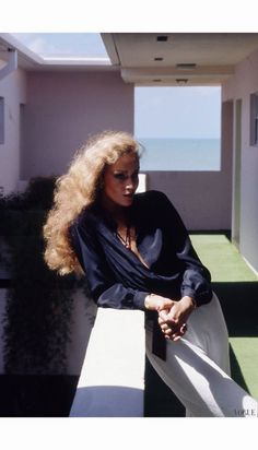 Jerry Hall photographed by Helmut Newton, Vogue, January 1975 Helmut Newton, 70s Fashion, Fashion Models, Fashion Beauty, Vintage Fashion, Jerry Hall, Lauren Hutton, Mode Disco, Look Hippie Chic