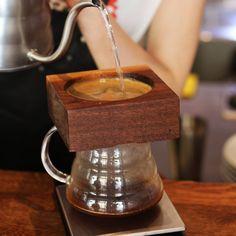 Отличная черта нашего бара - это альтернативные способы приготовления кофе. Один из них #canadiano! Экспереминтируйте вместе с нами! Ждём в гости))) #gusto_coffee #gustonorobusta #gustocoffeebar #baristadaily #barista #alternativebrewing #brew #coffeetime #coffeeplace #альтернатива #бариста #кофе #густоноуробуста #немогубезгусто #chernivtsicoffee #cv