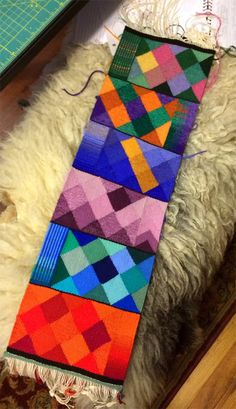 I've woven the last sample that I have time to finish before the class later this week. Now I'm hard at work on the last revision of the h...