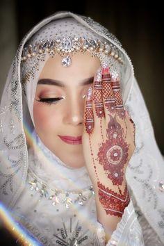 Dubai Wedding, Wedding Henna, Malay Wedding, Bridal Henna, Muslimah Wedding Dress, Hijab Bride, Wedding Hijab, Best Mehndi Designs, Muslim Brides