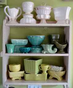 Lova Revolutionary : Blog: Vintage Hunters Guide: McCoy Pottery    McCoy Pottery, I want shelves and shelves of it, in all of these pretty colors...yum!