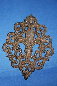 (2)CAST IRON, FLEUR DE LIS, GARDEN PLAQUE,NEW ORLEANS,FRENCH COUNTRY DECOR