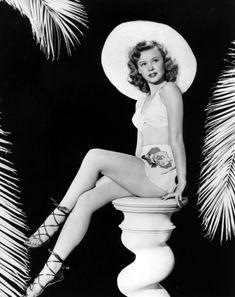 Hollywood Icons, Hollywood Fashion, Golden Age Of Hollywood, Vintage Hollywood, Hollywood Glamour, Hollywood Stars, Classic Hollywood, Vera Ellen, Vintage Glamour