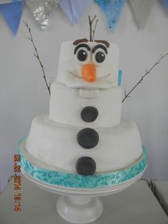 Love this cake from a Frozen birthday party! See more party ideas at… Olaf Party, Disney Frozen Birthday, Frozen Birthday Party, 6th Birthday Parties, Birthday Ideas, Bolo Olaf, Schneemann Party, Winter Torte, Olaf Birthday