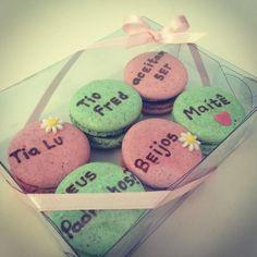 Bom dia! Apresentando nossa nova caixinha com 6 personalizados para os padrinhos!! #maymacarons #macarons #personalizado #padrinhos #casamento #batizado #personalizevocetambem #encomendeoseu #nossasembalagens
