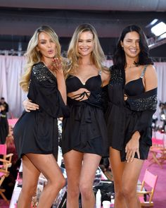 Adriana Lima, with Behati Prinsloo and Candice Swanepoel, backstage at the vsfs Victoria Secrets, Moda Victoria Secret, Victoria Secret Angels, Victorias Secret Models, Victoria Secret Fashion Show, Vs Fashion Shows, Look Fashion, Fashion Models, Fashion Trends