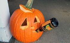 Pumpkin beer isn't just for Halloween !are you a cannibal if you drink your fellow pumpkin? Funny Pumpkin Carvings, Scary Pumpkin Carving, Halloween Pumpkin Carving Stencils, Halloween Pumpkin Designs, Pumpkin Carving Contest, Amazing Pumpkin Carving, Halloween Pumpkins, Halloween Decorations, Halloween Party