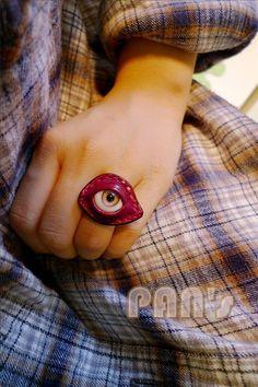 性感小红莓牛皮戒指 眼球戒指 原创设计 手工戒指 义眼眼睛戒指 价格:150元 链接:http://item.taobao.com/item.htm?id=10549246378