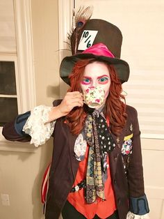 Disney Character Costume Be a Mad Hatter for Halloween. This Mad Hatter costume looks pretty cool! Mad Hatter Cosplay, Mad Hatter Wig, Mad Hatter Outfit, Mad Hatter Halloween Costume, Mad Hatter Makeup, Mad Hatter Costumes, Hallowen Costume, Halloween Costume Contest, Diy Costumes