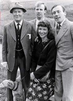 After finishing its run in Christopher Timothy, Robert Hardy and Peter Davidson and Carol Drinkwater were reunited after 26 years. British Comedy, British Actors, American Actors, James Herriot, The Yorkshire Vet, Robert Hardy, Peter Davison, Vintage Television, Actor Studio
