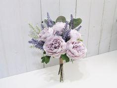 Lavender Wedding Centerpieces, Purple Flower Centerpieces, Purple Flower Arrangements, Purple Flower Bouquet, Light Purple Flowers, Purple Wedding Flowers, Diy Wedding Bouquet, Lavender Wedding Bouquets, Light Purple Wedding