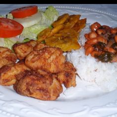 #Dominican food: fried chicken, beans, salad fried plantains