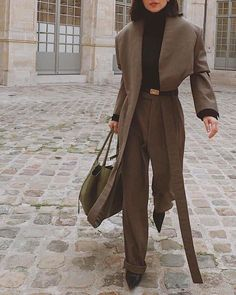 i try SIX new trends in ONE outfit - is this a recipe for disaster? — fikus - – Outfits for spring summer fall and winter. A mix of thrifted vintage clothing and current trend - Fashion Week 2018, Fashion Week Paris, Fashion Mode, Fashion 2020, Look Fashion, Winter Fashion, Womens Fashion, Fashion Trends, Fashion Clothes