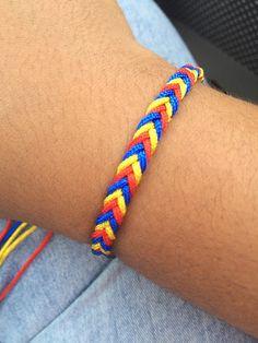 Pulsera trenzada colombiano Braided Bracelets, Loom Bracelets, Chevron Friendship Bracelets, Orange Aesthetic, Macrame Earrings, Loom Bands, Crafty Craft, Craft Fairs, Crystal Necklace