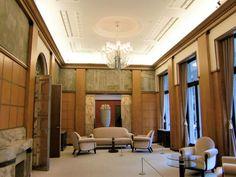 Best Interior Home Design Trends For 2020 - Interior Design Ideas Vintage Furniture, Furniture Design, Modern Baroque, Art Deco, Interior Design, Places, Table, Deco Interiors, Tokyo