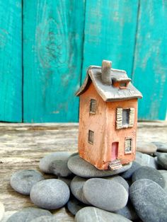 Little Clay House ceramic miniature - Old house with slate roof and green…