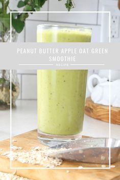 Peanut Butter and Apple Pie Healthy Green Smoothie Recipe Apple Smoothie Recipes, Peanutbutter Smoothie Recipes, Peanut Butter Smoothie, Apple Smoothies, Oatmeal Smoothies, Breakfast Smoothies, Apple And Peanut Butter, Healthy Peanut Butter, Apple Snacks