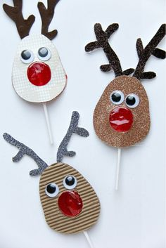 These adorable DIY reindeer lollipops are perfect for stocking stuffers, classroom gifts, and more! Noel Christmas, All Things Christmas, Christmas Ornaments, Red Lollipop, Theme Noel, Craft Fairs, Holiday Crafts, Reindeer, Crafts For Kids