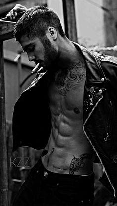 Insane for Zayn. Zayn Malik Fotos, Estilo Zayn Malik, Zayn Malik Style, Smoking Is Bad, Man Smoking, Zany Malik, Bild Tattoos, Hommes Sexy, Photography Poses