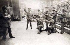 Soldati tedeschi giustiziano un comunista in Monaco nel 1919
