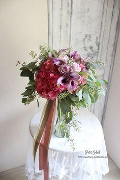 ナチュラルなクラッチブーケ*たっぷりのユーカリとピンク、紫の花でナチュラルにまとめたクラッチブーケです。