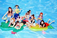 Twice Summer Nights Kpop Girl Groups, Korean Girl Groups, Kpop Girls, Nayeon, Shy Shy Shy, Signal Twice, Sana Cute, Twice Photoshoot, Outdoors