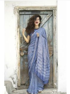 Top 10 Mithila Palkar And Kalki Koechlin Saree Look That We Absolutely Love! Trendy Sarees, Stylish Sarees, Simple Sarees, Indian Dresses, Indian Outfits, Lehenga Choli, Anarkali, Saree Poses, Sari Dress