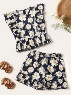 To find out about the Girls Ruffle Trim Floral Peplum Top & Shorts Set at SHEIN, part of our latest Girls Two-piece Outfits ready to shop online today! Ruffle Trim, Ruffles, Lace Ruffle, Girl Outfits, Cute Outfits, Fashion Outfits, Blouse Models, Two Piece Outfit, Outfit Sets