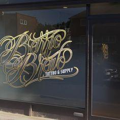 Window display para un tattoo shop
