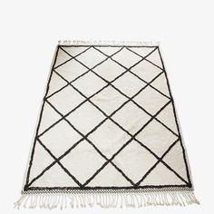 Our beautiful Handmade Oslo Rug has been designed by Danish design house Snowdrops Copenhagen. Oslo, Beige Carpet, Patterned Carpet, Vintage Furniture, Vintage Rugs, Black White Rug, Boutique Deco, Textiles, Deco Design