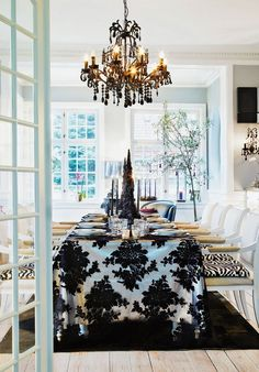 OMG this is so me! gorgeous dining room!