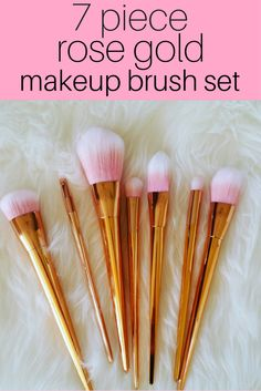 Love this gorgeous makeup brush set! Who wants this for Christmas?