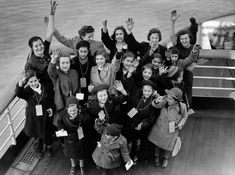 Kindertransport: A desperate effort to save children from the Holocaust Stanford Prison Experiment, Berlin, Jewish History, Historical Photos, World War Ii, Apocalypse, Baby Photos, Persona, Historia