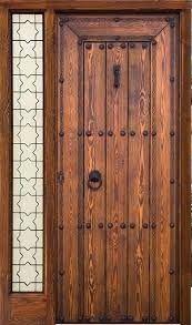 Este tipo de puertas son muy bonitas y transmiten un sello campestre a la fachada de la vivienda. Por lo general son puertas envejecidas co...