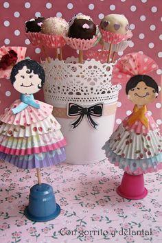 CON GORRITO Y DELANTAL: Cake-pops y empaquetado bonito