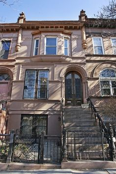 Brooklyn brownstone - not the same as ours but pretty close to it Brownstone Homes, Brooklyn Brownstone, Townhouse, Brick Building, Building A House, Home Nyc, A New York Minute, Brick Facade, Second Empire