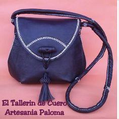 Bolso de piel marron chocolate con bordado en crudo. Mas modelos en Facebook: El Tallerin de Cuero Artesania Paloma. Pedidos en:  palomacomplementos@gmail.com